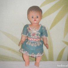 Muñeca española clasica: ANTIGUA MUÑECA BEBE DE PLASTICO AÑOS 50 - 60 SIN MARCA. Lote 125406399