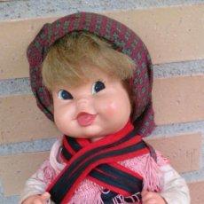 Muñeca española clasica: MUÑECA POMPITA DE FLORIDO TRAJE REGIONAL GALLEGO TODA DE ORIGEN . Lote 130170443
