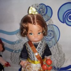 Muñeca española clasica: BONITA MUÑECA REGIONAL DE VALENCIANA PELO HA MECHAS AÑOS 60. Lote 131119116