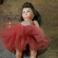Muñeca española clasica: MUÑECA DE PLÁSTICO ANTIGUO. MIDE 17CM LARGO. Lote 131182564