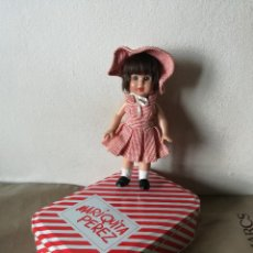 Muñeca española clasica: MARIQUITA PEREZ MUÑECA Y CAJA METALICA. Lote 132740562