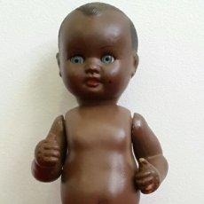 Muñeca española clasica: MUÑECO CELULOIDE BEBÉ NEGRITO ICSA?? AÑOS 50. Lote 146684493