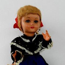 Muñeca española clasica: MUÑECA DE ISIDRO RICO, DE FINALES DE LOS 40, REALIZADA EN CARTÓN PIEDRA, CABELLO DE MOHAIR, OJO FIJO. Lote 133470426