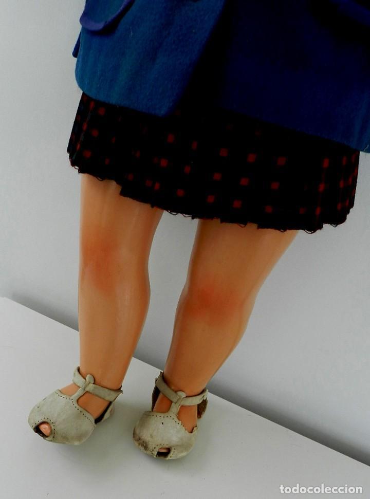 Muñeca española clasica: MUÑECA MILY AÑOS 50, REALIZADA EN CARTÓN PIEDRA, CABELLO NATURAL, OJO DURMIENTE, VISTE FALDA DE TERG - Foto 5 - 133471250