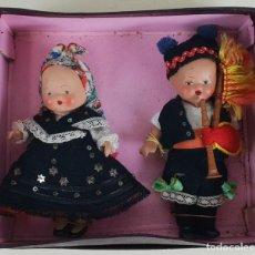 Muñeca española clasica: PAREJA DE GALLEGOS EN BISCUIT PINTADO A MANO. CREACIONES TROYA. SIGLO XX. . Lote 133524770