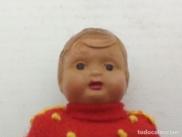 Muñeca española clasica: PEQUEÑO MUÑECO VESTIDO DE BOTONES, PLASTICO MUY DURO MIDE 8,5 CM - Foto 3 - 135740807
