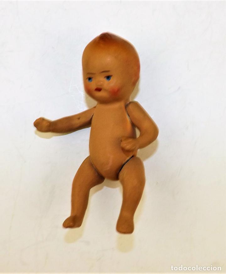 Muñeca española clasica: Bebé de terracota con trona de madera. - Foto 2 - 135881438