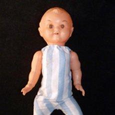 Muñeca española clasica: ANTIGUA MUÑECA DE PLÁSTICO, PELO MOLDE, SIN MARCA. 30 CM. AÑOS 50. Lote 138663130