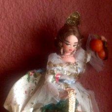 Muñeca española clasica: FALLERA VALENCIANA CON DETALLES BORDADOS Y DE LATÓN DE 24 CM.DE ALTURA EN MUY BUEN ESTADO.. Lote 138764054