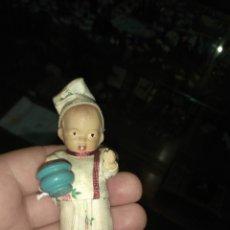 Muñeca española clasica: ANTIGUO MUÑECO DE TERRACOTA CON ORINAL. Lote 140160310