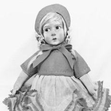 Muñeca española clasica: MUÑECA DE FIELTRO MUY ANTIGUA,PUEDE SER UNA LENCY?.MIDE 45 CM. Lote 140531550