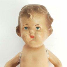 Muñeca española clasica: MUÑECA DE ESTUCO POLICROMADO. OJOS PINTADOS. JC. CIRCA 1950. . Lote 140983650