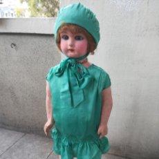 Muñeca española clasica: ANTIGUA MUÑECA MARCA FLORIDO ANDADORA 80 CMS DE ALTURA OJOS FIJOS DE CRISTAL - MADRID - ORIGINAL. Lote 143282918