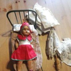 Muñeca española clasica: CAPERUCITA ROJA DE CARTÓN PIEDRA AÑOS 30/40. Lote 144611100