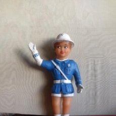 Muñeca española clasica: MUÑECO GUARDIA URBANO. 25 CMS, ALTO. FABRICACIÓN ESPAÑOLA.. VELL I BELL.. Lote 145665058