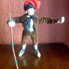 Muñeca española clasica: ANTIGUO PAYES CATALÁN DE FIELTRO Y ALAMBRE CON MUCHO DETALLE DE 17 CM. DE ALTURA.. Lote 147842246