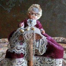 Muñeca española clasica: ANTIGUA Y ORIGINAL MUÑECA - ENCAJE DE BOLILLOS - OJOS DURMIENTES - HILANDERA - BORDADOS – COLECCIÓN. Lote 147909014