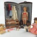 Muñeca española clasica: MUÑECAS CON BAUL ,VESTUARIO Y COMPLEMENTOS PIEZAS DE COLECCION. Lote 148433854