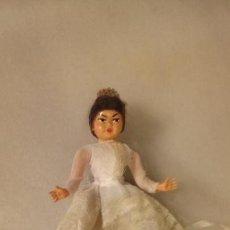 Muñeca española clasica: ANTIGUA MUÑECA Y MUÑECO DE CELULOIDE CON VESTIDO DE NOVIA Y NOVIO DE LOS AÑOS 60-70. Lote 148561954