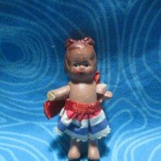 Muñeca española clasica: ANTIGUA MUÑECA BARRO MIDE UNOS 8 CM. Lote 150721254