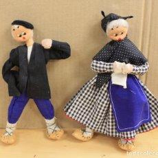 Muñeca española clasica: PAREJA MUÑECOS VASCOS FABRICACION ARTESANAL. TODO REALIZADO EN FIELTRO. Lote 150951605