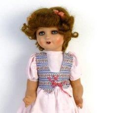 Muñeca española clasica: MUÑECA ESPAÑOLA EN CARTÓN PIEDRA OJOS DORMILONES DE 46 CM AÑOS 40-50. Lote 152438870