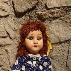 Muñeca española clasica: ANTIGUA MUÑECA DE CARTÓN PIEDRA DE LOS AÑOS 20-30 CON OJOS DE CRISTAL. Lote 152837366