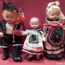 Muñeca española clasica: FAMILIA DE MUÑECOS DE BARRO CON TRAJE REGIONAL DE LOS AÑO 40. Lote 159736249