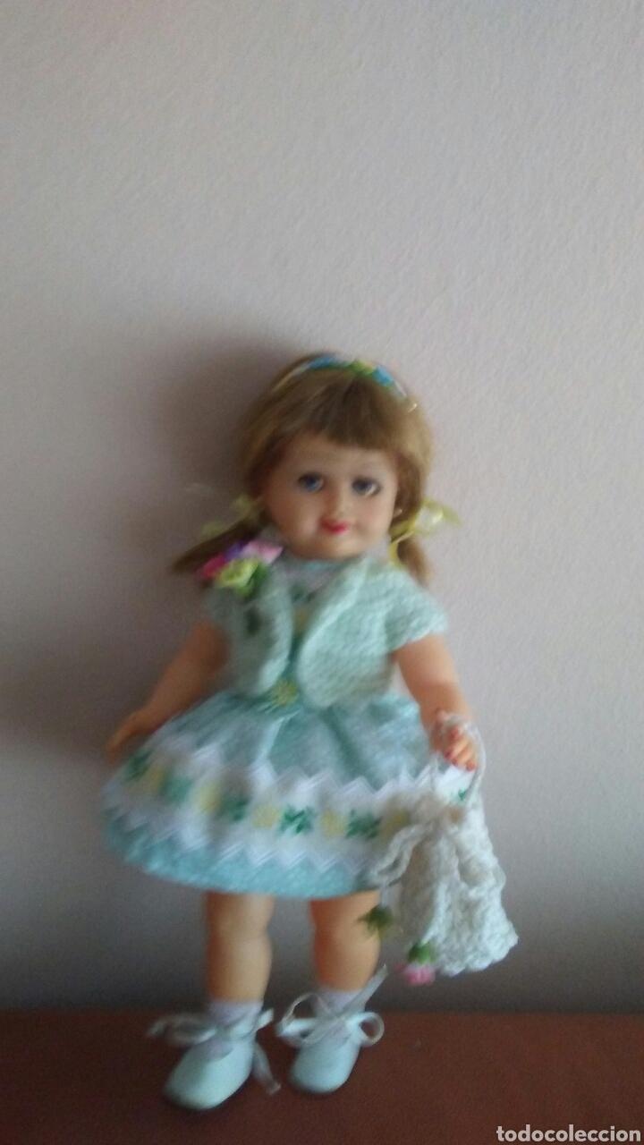 Muñeca española clasica: Antigua muñeca finales de los 50 mide 35ct tiene pelo natural ,(ver fotos y leer descripcion) - Foto 4 - 160264520
