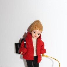 Muñeca española clasica: ANTIGUA MUÑECA DE CELULOIDE CARITA DECORADA CON SU PERRITO - AÑOS 60. Lote 161442618
