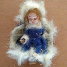 Muñeca española clasica: MUÑECA DE PLASTICO AÑOS 50 CON BRAZOS Y PIERNAS ARTICULADOS ABRE Y CIERRA LOS OJOS. Lote 162713246