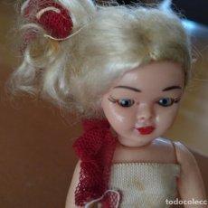 Muñeca española clasica: MUÑECA DE PLASTICO AÑOS 50 CON BRAZOS Y PIERNAS ARTICULADOS ABRE Y CIERRA LOS OJOS ALTURA 15 CM. Lote 162713290
