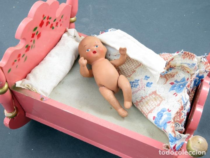 Muñeca española clasica: Bebé terracota articulado con cuna madera pintada con mecanismo lloro años 50 - Foto 6 - 164578550