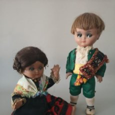 Muñeca española clasica: IMPECABLE PAREJA DE LINDA PIRULA ,VESTIDO CON TRAJE REGIONAL ESPAÑOL ,AÑOS 50 ,CASA ALBA . Lote 165398322