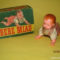 Muñeca española clasica: ANTIGUO BEBE MIAU A CUERDA DE CREACIONES MONVOLT - AÑO 1950S. GATEA. Lote 168046916