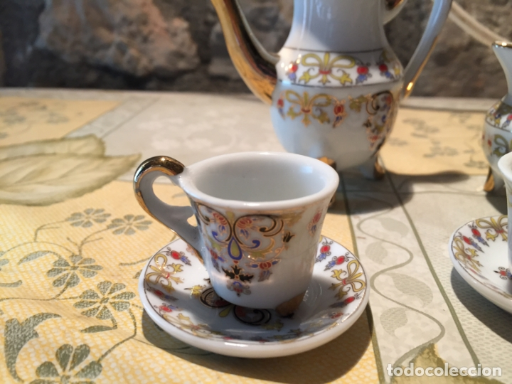 Muñeca española clasica: Antiguo juego de café de juguete o miniatura con dibujo floral y dorados años 80 - Foto 2 - 168517744