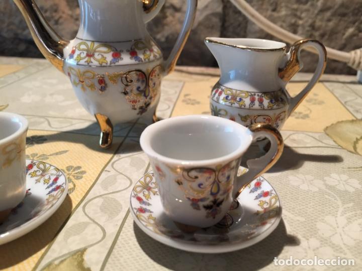 Muñeca española clasica: Antiguo juego de café de juguete o miniatura con dibujo floral y dorados años 80 - Foto 3 - 168517744
