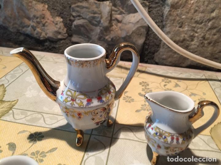 Muñeca española clasica: Antiguo juego de café de juguete o miniatura con dibujo floral y dorados años 80 - Foto 4 - 168517744