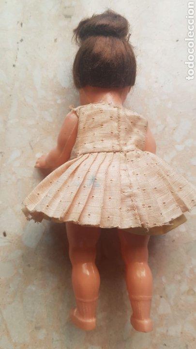 Muñeca española clasica: Pequeña muñeca de celuloide o plástico con vestido de verano de época - Foto 4 - 169746341