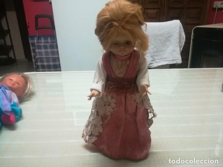 Muñeca española clasica: Muy rara muñeca con cabeza de celuloide? con pelo natural y cuerpo de cartón piedra miren fotos - Foto 3 - 171548799