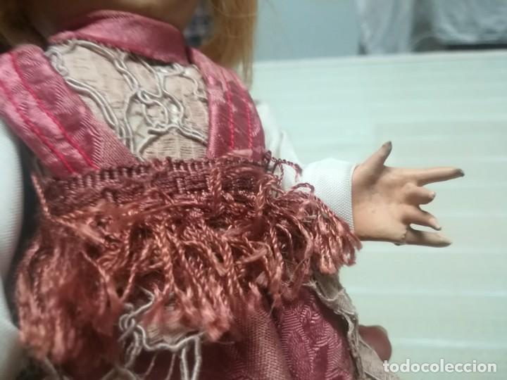 Muñeca española clasica: Muy rara muñeca con cabeza de celuloide? con pelo natural y cuerpo de cartón piedra miren fotos - Foto 13 - 171548799