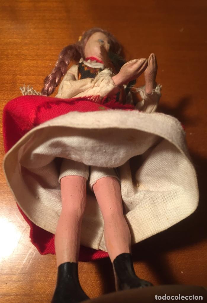 Muñeca española clasica: Interesante muy antigua muñeca parece toda madera con ropa todo detalle con peana 13cm - Foto 6 - 171745674