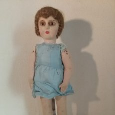 Muñeca española clasica: MUÑECA TIPO LENCI FLORIDO DE TELA OJOS DE CRISTAL MÁS ABRIGO BLANCO. Lote 175567733