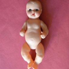 Muñeca española clasica: ANTIGUO MUÑECO BEBE DE CELULOIDE O PLASTICO DURO - 19 CM - MARCA JC-SA AÑOS 50. Lote 176019044