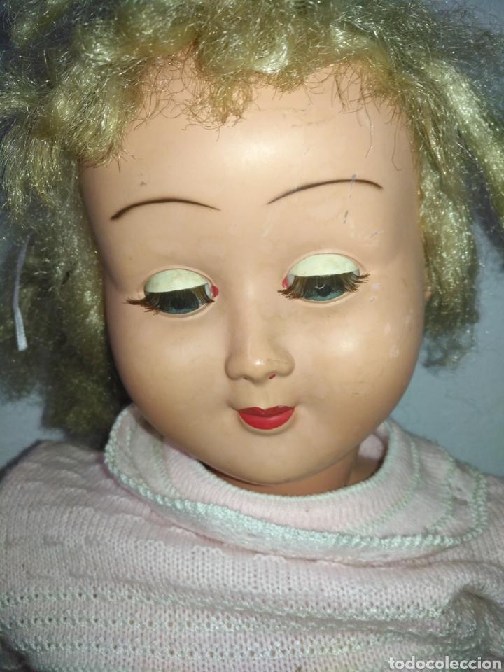 Muñeca española clasica: Antigua muñeca plástico cuerpo desproporciona muy duro tamaño 77cm ,ojos durmientes. Muñeca española - Foto 3 - 176061088