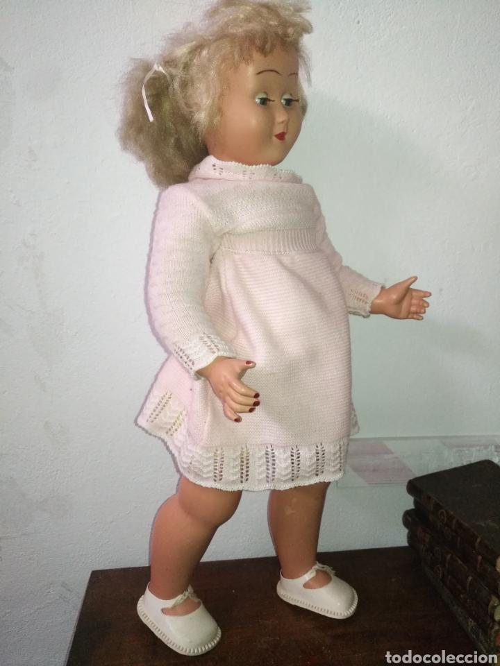 Muñeca española clasica: Antigua muñeca plástico cuerpo desproporciona muy duro tamaño 77cm ,ojos durmientes. Muñeca española - Foto 6 - 176061088