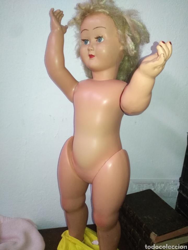 Muñeca española clasica: Antigua muñeca plástico cuerpo desproporciona muy duro tamaño 77cm ,ojos durmientes. Muñeca española - Foto 11 - 176061088