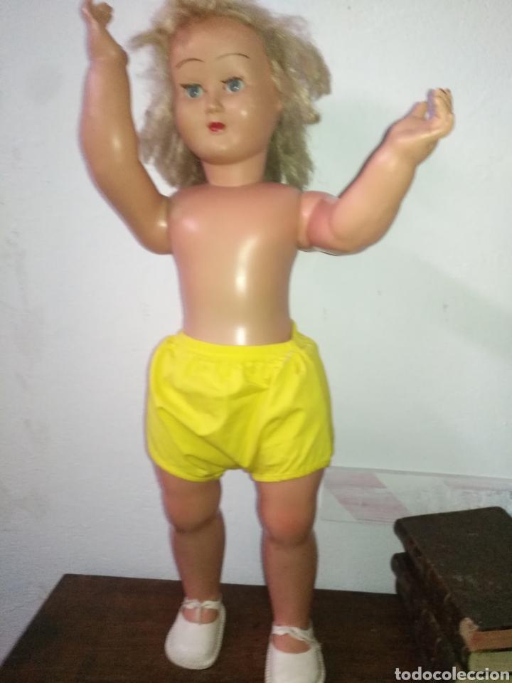 Muñeca española clasica: Antigua muñeca plástico cuerpo desproporciona muy duro tamaño 77cm ,ojos durmientes. Muñeca española - Foto 13 - 176061088