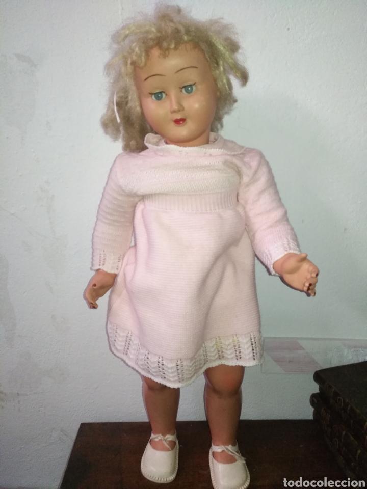 Muñeca española clasica: Antigua muñeca plástico cuerpo desproporciona muy duro tamaño 77cm ,ojos durmientes. Muñeca española - Foto 2 - 176061088