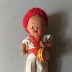 Muñeca española clasica: MUÑECO PAMPLONICA DE TERRACOTA CON EL TAMBORIL NAVARRO.. Lote 177128569